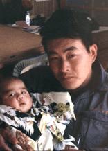 若いころの父と、私