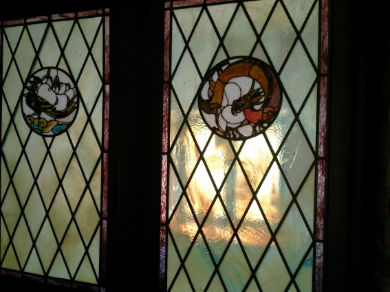 龍と鳳凰のステンドグラス