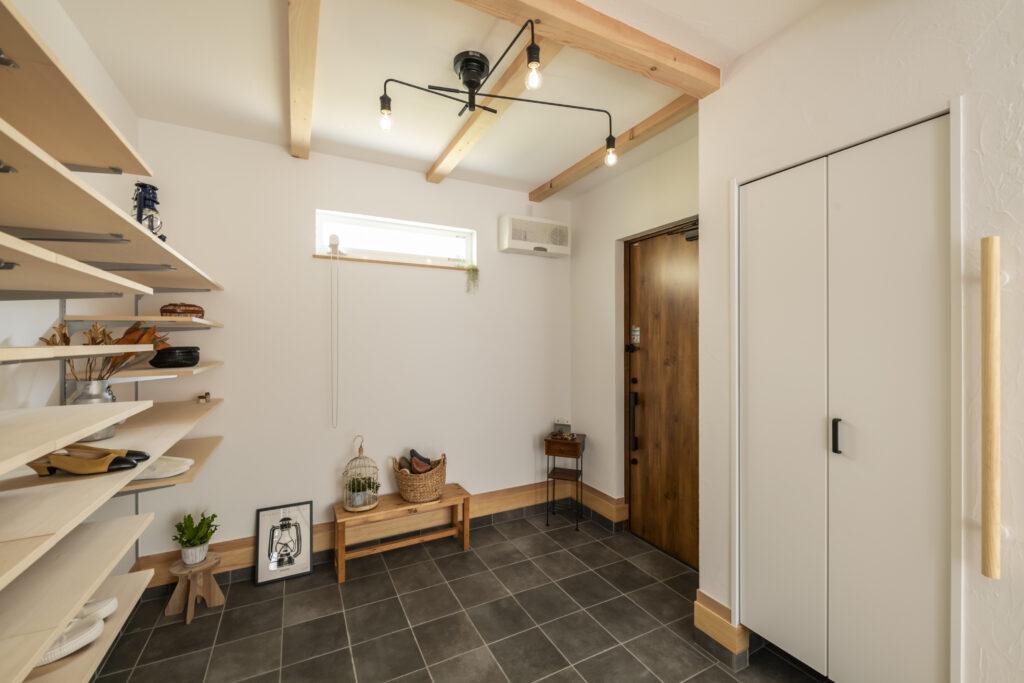 玄関土間の広い高気密高断熱住宅を建てた大久保工務店の家づくり事例